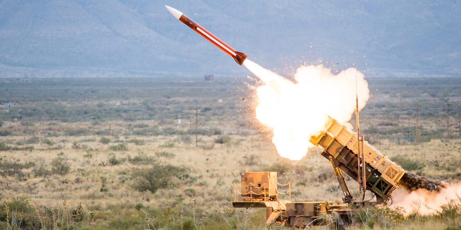 ​Пуск ракеты комплекса Patriot. raytheon.com - Швеция покупает «Патриоты» | Warspot.ru