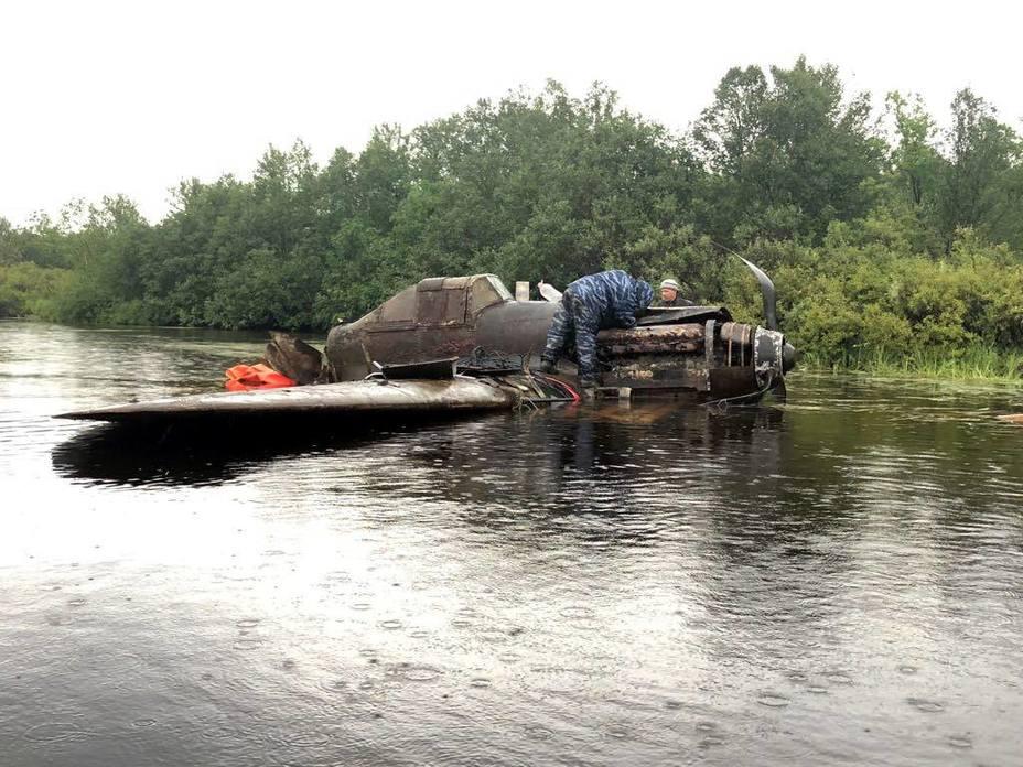 Штурмовик Ил-2, поднятый со дна озера Кулонга. facebook.com/wingsofvictory.ru - В России «выловили» штурмовик Ил-2 | Warspot.ru