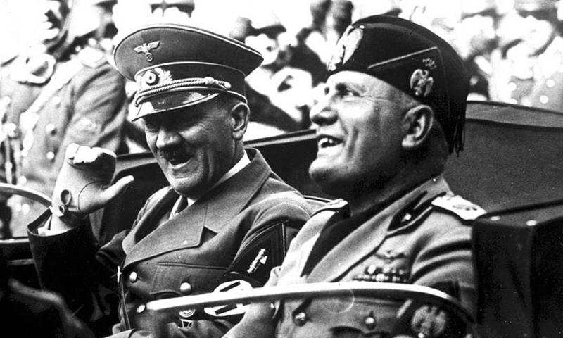 Два диктатора в хорошем настроении. Снимок сделан в 1938 году, когда всё ещё было впереди: и воплощение мечты о мировом господстве, и разочарование в ней - «Дуче, меня прислал фюрер!» | Warspot.ru