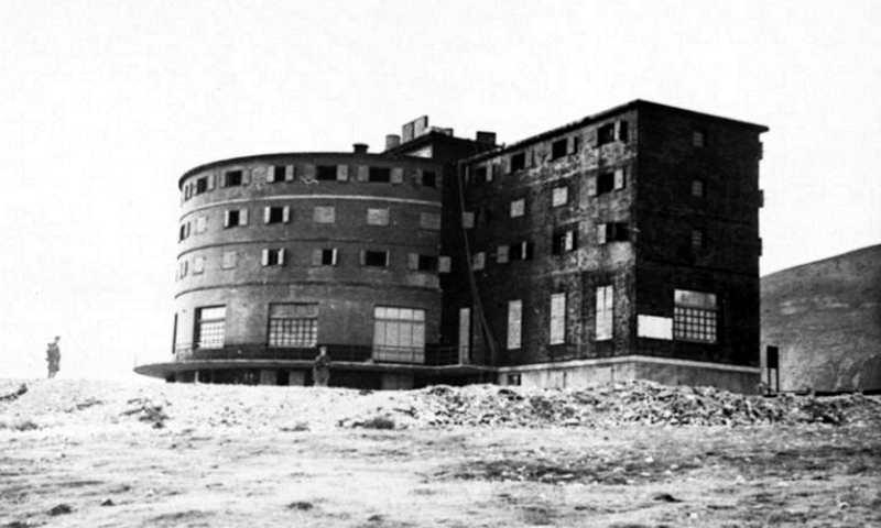 Гостиница «Кампо-Императоре», ставшая местом ключевых событий операции «Дуб». Судя по сохранившимся фото, назвать это место привлекательным довольно сложно - «Дуче, меня прислал фюрер!» | Warspot.ru