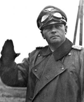 Командир 3-го танкового корпуса СС Феликс Штайнер не упустил возможности использовать гибель нескольких датских солдат в целях пропаганды. pinterest.com - Балканский вояж дивизии «Нордланд»: скандинавы против югославских партизан | Warspot.ru