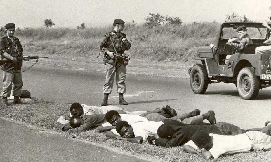 Наёмники охраняют захваченных повстанцев (http://www.spiegel.de) - Африканский ландскнехт | Warspot.ru