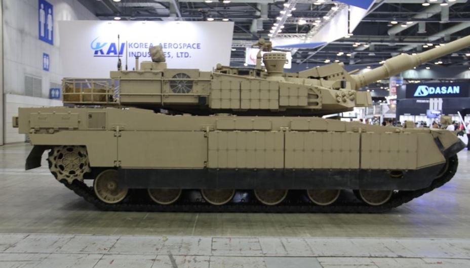 Танк K2 Black Panther с системой кондиционирования, расположенной на правой стороне башни. armyrecognition.com - «Чёрная пантера» получила «пустынную» модификацию | Warspot.ru