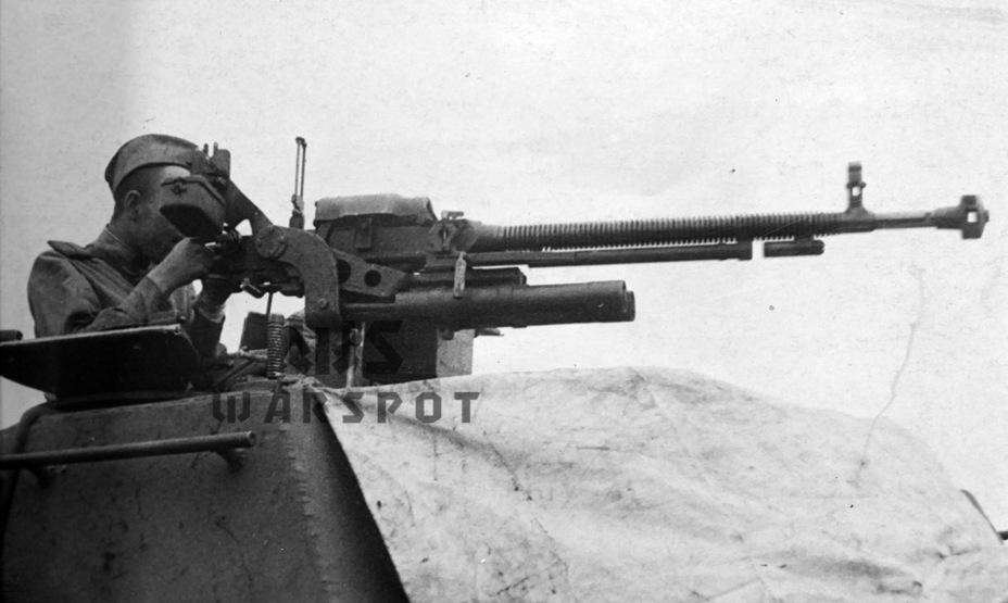 Зенитный пулемёт ДШК. Он появился на ИСУ-152 в конце 1944 года - Самая массовая тяжёлая самоходка в истории   Warspot.ru