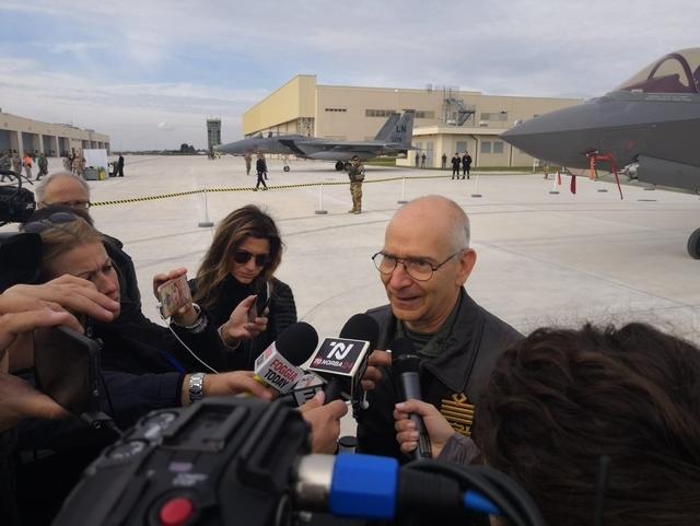 Командующий ВВС Италии генерал Альберто Россо на авиабазе Амендола. flightglobal.com - Боеготовые F-35 — уже в Европе | Warspot.ru