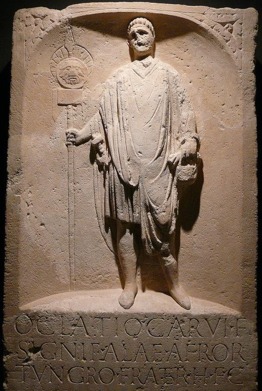 Стела Оклация, сигнифера из алы африканцев из Нойса