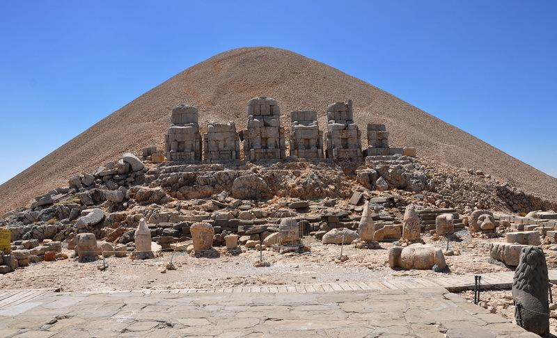 Нимруд-Даг — погребальный комплекс царя Антиоха I - День рождения Непобедимого Солнца  | Warspot.ru