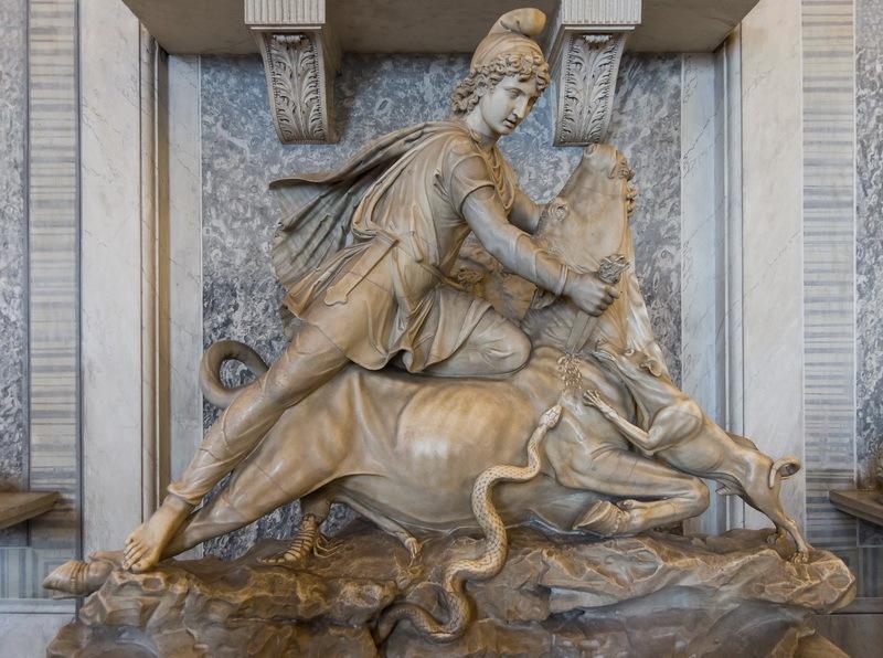 Митра, убивающий быка. Мраморная скульптура II века н.э., Ватикан - День рождения Непобедимого Солнца  | Warspot.ru