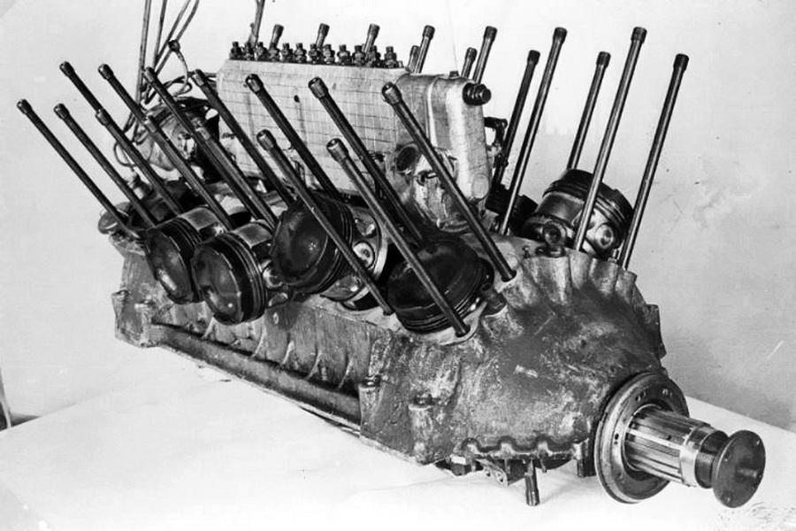 Частично разобранный двигатель В-2 - «Тридцатьчётверка» на гастролях | Warspot.ru