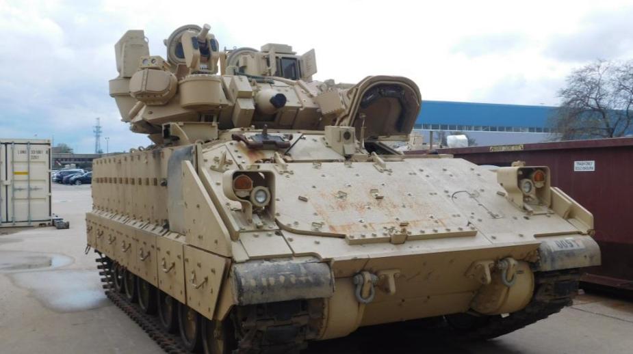 БМП M2 Bradley с системой IFL. armyrecognition.com - Bradley вооружат «Железным кулаком» | Warspot.ru