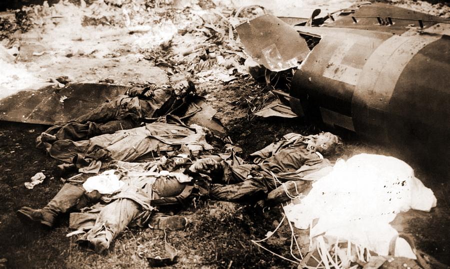 Погибший экипаж бомбардировщика «Хейнкель» He 111, сбитого таранным ударом И-16 Виктора Талалихина - Так был ли таран?   Warspot.ru