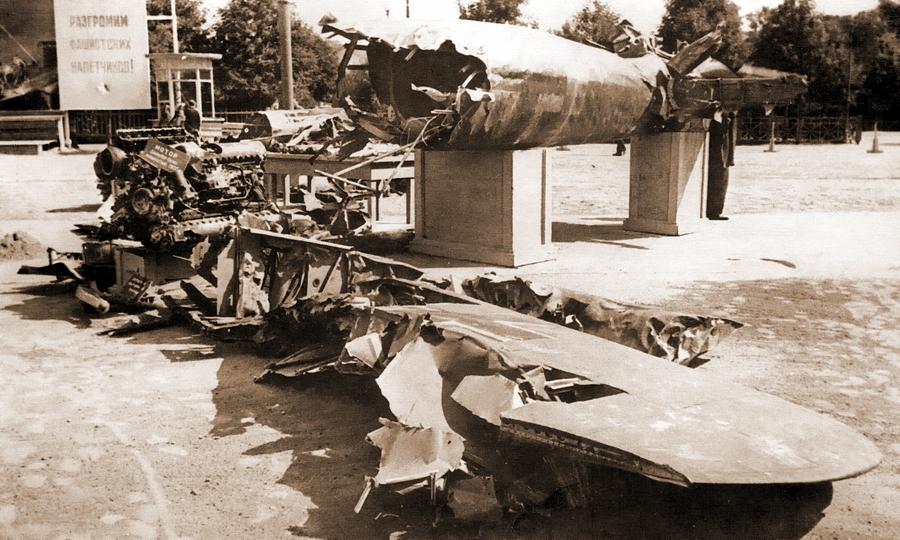 Хвостовая часть He 111H-6 на выставке трофейного оружия в ЦПКиО им. Горького - Так был ли таран?   Warspot.ru