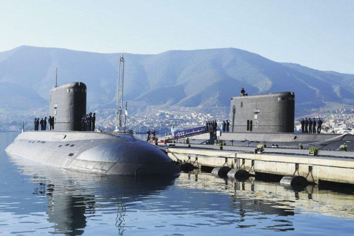 Субмарины «Ouarsenis» и «Hoggar» в порту Мерс-эль-Кебир. janes.com - Алжир вооружился новыми «Варшавянками» | Warspot.ru