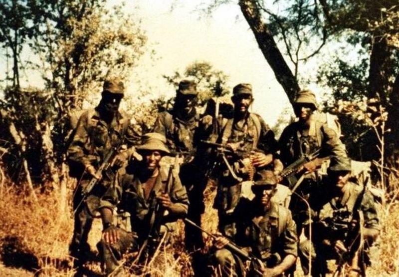 Группа бойцов 1-го коммандо в Анголе
