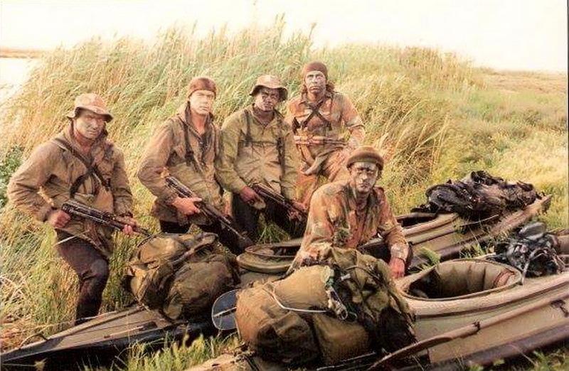 Бойцы 4-го полка с лодками, 1980-е годы