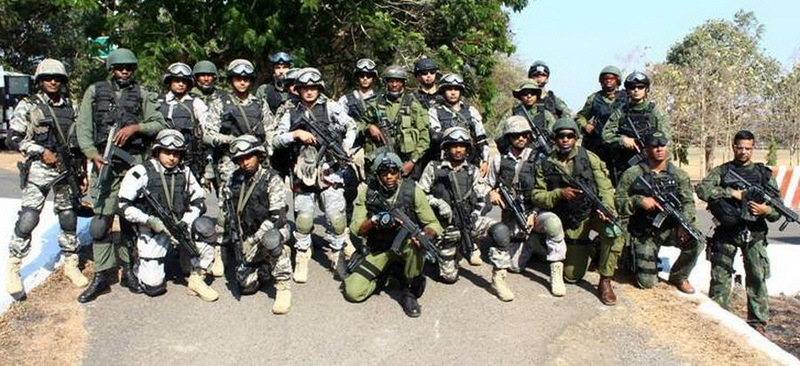 Бойцы 4-го полка Рекки на совместных учениях с индийским флотским спецназом Маркос и бразильским флотским спецназом Грумек в Гоа, 2016 год