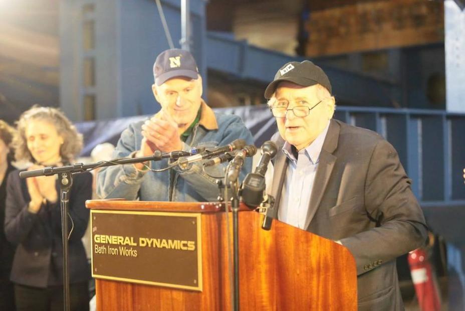 Экс-сенатор Карл Левин на церемонии закладки одноимённого корабля. upi.com - ЮбилейныйArleigh Burke | Warspot.ru
