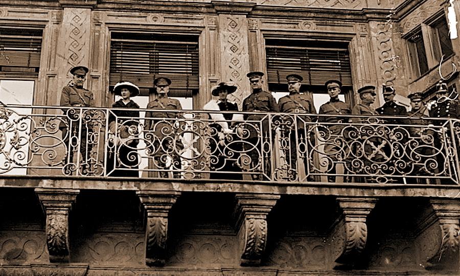 Герцогиня Мария-Аделаида (вторая слева) и генерал Джон Першинг (третий слева) приветствуют американские войска, входящие в Люксембург, 21 ноября 1918 года - Странная война Люксембурга | Warspot.ru
