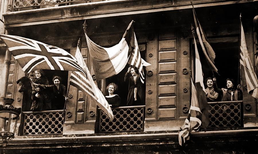 Жительницы Люксембурга размахивают американскими, английскими, французскими и бельгийскими флагами - Странная война Люксембурга | Warspot.ru