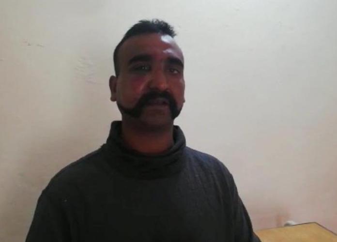 Пленный пилот ВВС Индии. reuters.com - Индия и Пакистан: снова война? | Warspot.ru