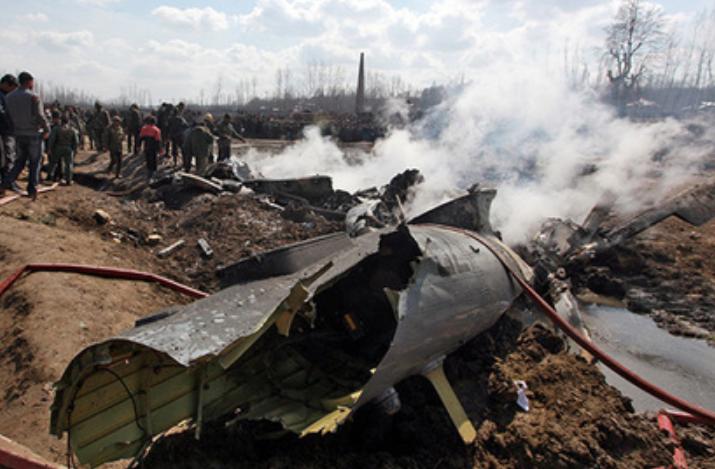 Обломки вертолёта Ми-17, разбившегося в Кашмире. reuters.com - Индия и Пакистан: снова война? | Warspot.ru