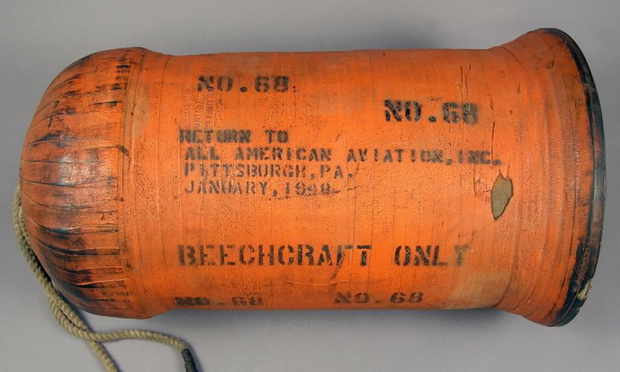 Прорезиненный цилиндрический контейнер для почты, использовавшийся в системе воздушного подхвата