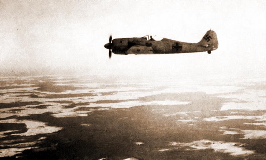 «Фокке-Вульф» Fw 190A-4 авиагруппы I./JG 54 в полёте над унылым зимним пейзажем Приладожья - Кровавая «Искра» генерала Кравченко | Warspot.ru