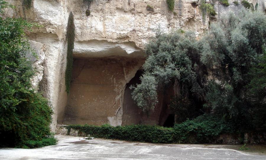 Латомия — одна из достопримечательностей современных Сиракуз. Это руины каменоломен, использовавшихся Дионисием в качестве подземных темниц - Владелец Дамоклова меча | Warspot.ru