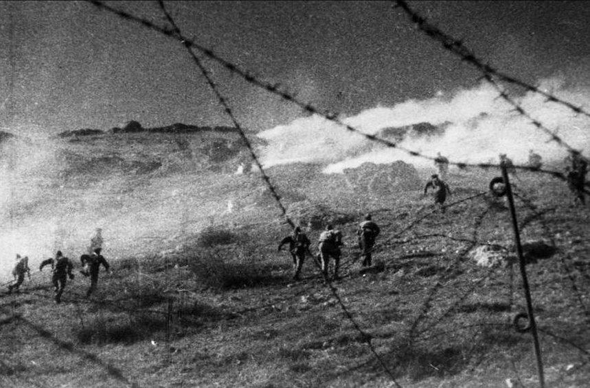 Советские части штурмуют Сапун-гору, 7 мая 1944 года. regnum.ru - Освобождение врат Севастополя | Warspot.ru