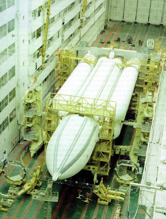 Полноразмерный экземпляр ракеты-носителя «Энергия», предназначавшийся для наземных испытаний. buran.ru - Ненаступившее будущее советской космонавтики | Warspot.ru