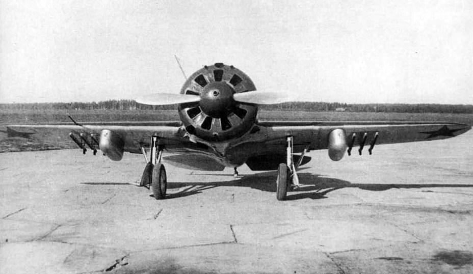 Истребитель И-16 с реактивными снарядами РС-82. airwar.ru - Огненный дебют «Катюш» | Warspot.ru