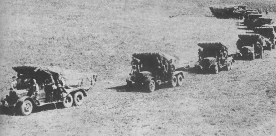 Колонна БМ-13 на марше. Фото из книги «Реактивная артиллерия Красной Армии. 1941-1945» (2006). - Огненный дебют «Катюш» | Warspot.ru