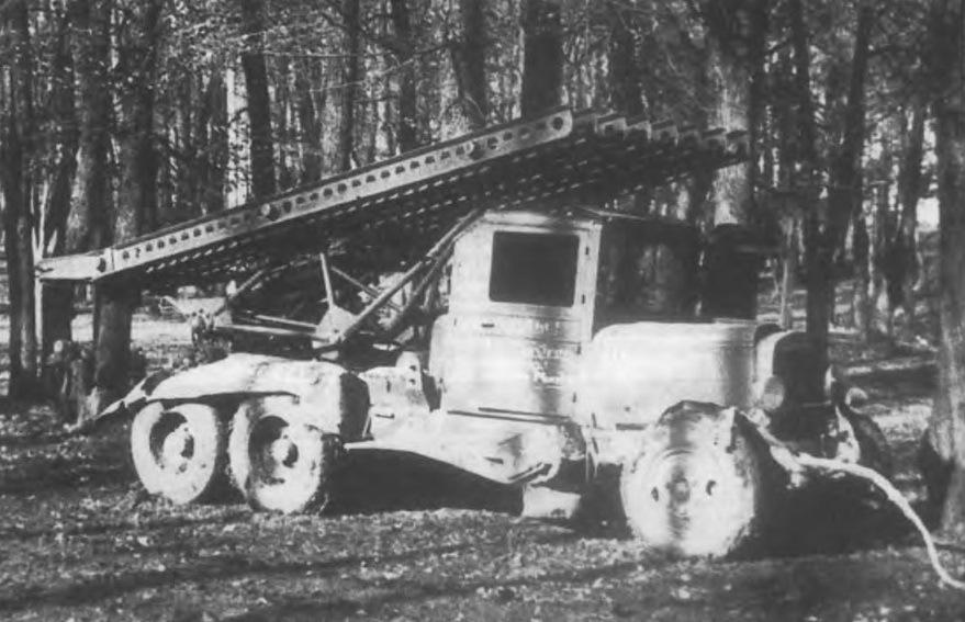Установка БМ-13 на шасси ЗИС-6, захваченная частями 4-й танковой дивизии вермахта в боях 8-10 октября 1941 года под Мценском. Фото из книги «Реактивная артиллерия Красной Армии. 1941-1945» (2006). - Огненный дебют «Катюш» | Warspot.ru