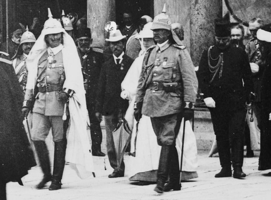 Кайзер Вильгельм II в тропической униформе во время визита в Иерусалим в 1898 году. germancolonialuniforms.co.uk