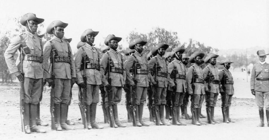 Хорошо подготовленные и экипированные камерунские аскари, 1914 год. ub.bildarchiv-dkg.uni-frankfurt.de