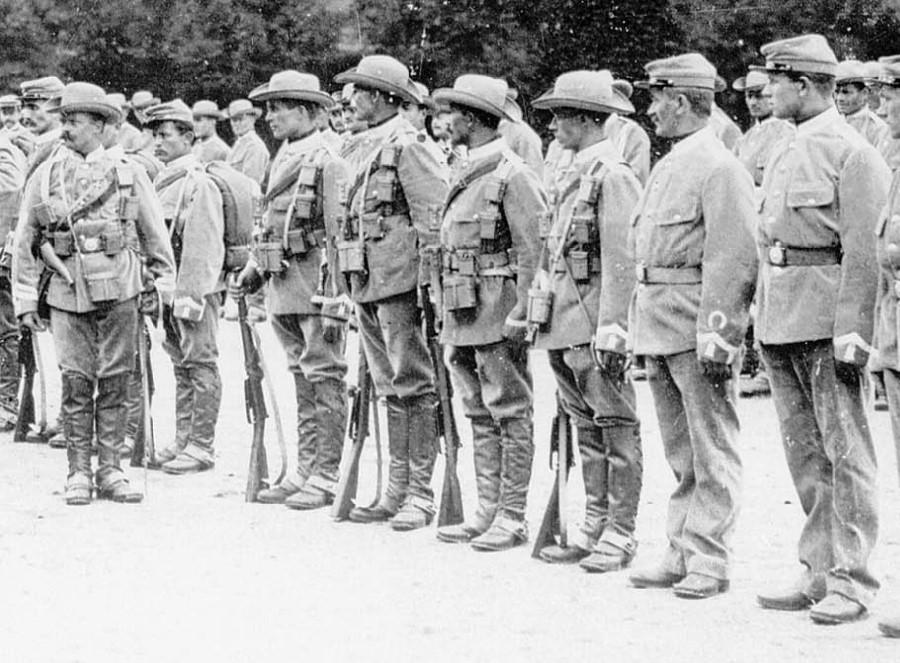 Военнослужащие шутцтруппе Юго-Западной Африки в 1894 году. ub.bildarchiv-dkg.uni-frankfurt.de