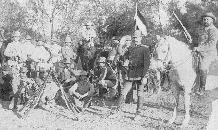Вооружённые немецкие колонисты во время восстания гереро, 1904 год. ub.bildarchiv-dkg.uni-frankfurt.de