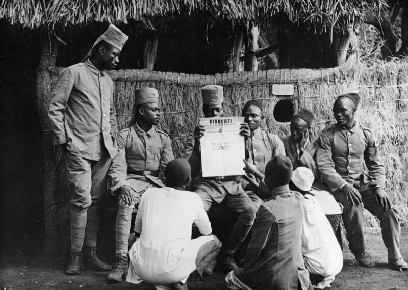 Аскари Восточной Африки считались одними из лучших колониальных солдат: свои высокие боевые качества они подтвердили во время Первой мировой войны. bild.bundesarchiv.de