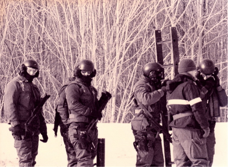 ​Группа бойцов SERT, конец 1980-х годов. Источник: Horn, B. Shadow Warriors / Bernd Horn // Les Guerriers de l'Ombre: The Canadian Special Operations Forces Command / Le Commandement des Forces d'Opérations Spéciales du Canada. — Dundurn; Bilingual edition, 2016 - Тернистый путь канадского спецназа | Warspot.ru