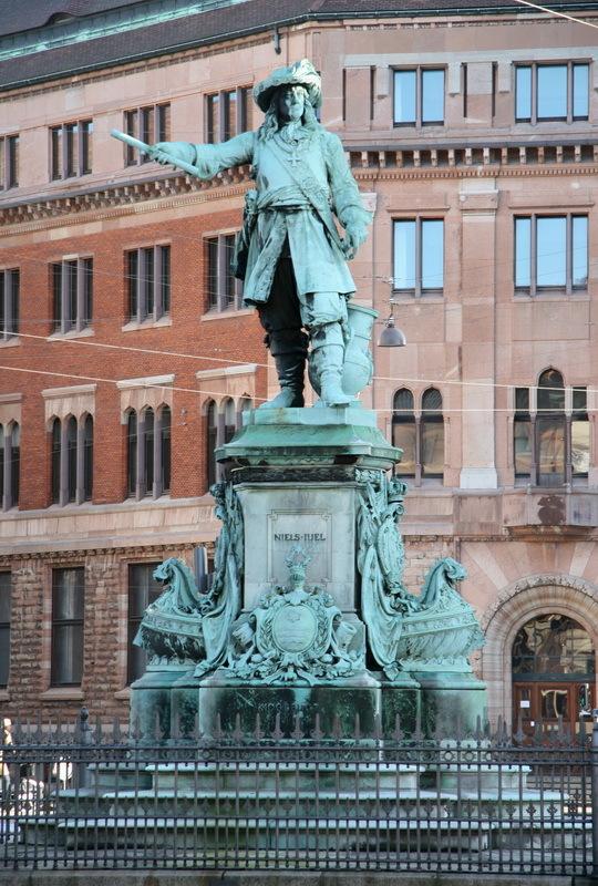 Памятник адмиралу Нильсу Юэлю в Копенгагене. de.wikipedia.org - На суше и на море | Warspot.ru