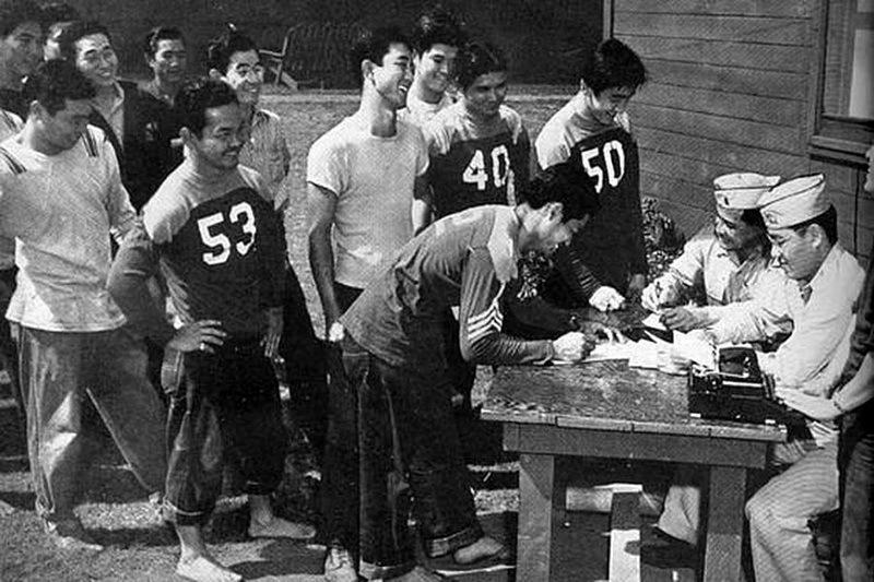 Гавайские японцы записываются в новое подразделение, 1943 год.nisei.hawaii.edu
