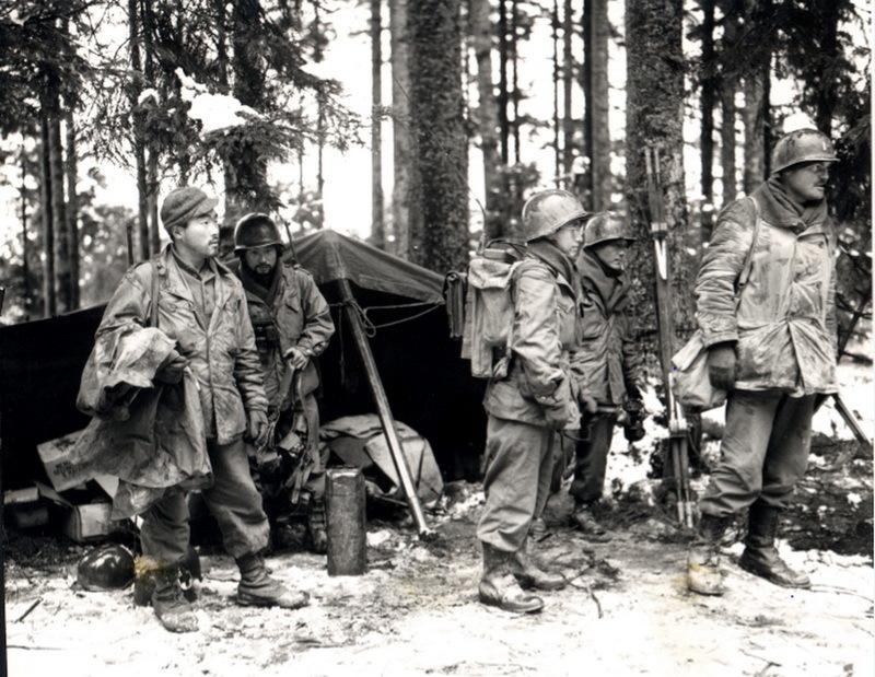 Бойцы 2-го батальона 442-го полка в Вогезах, ноябрь 1944 года.en.wikipedia.org
