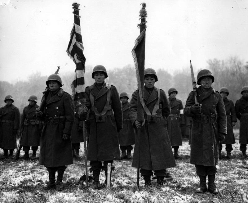 Парадное построение 442-й полковой боевой группы, ноябрь 1944 года.commons.wikimedia.org