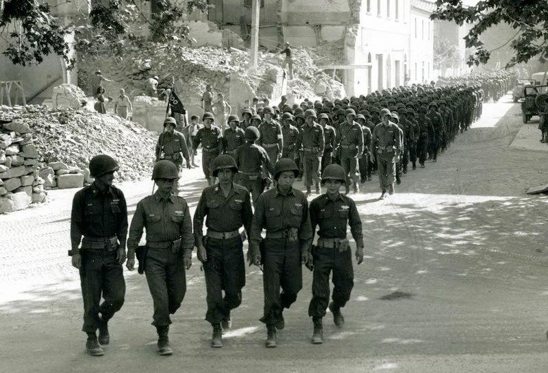 100-й батальон входит в Ливорно, 1944 год.nvlchawaii.org