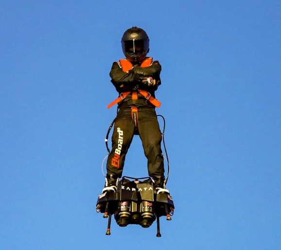 ​Фрэнк Запата на Flyboard Air. facebook.com/franky.zapata - Фрэнк Запата перелетел Ла-Манш | Warspot.ru