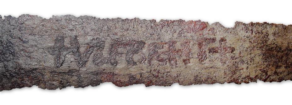 Клеймо +ULFBERHT+ на мече первой половины Х века из Маннхайма, Германия. de.wikipedia.org - Имя на мече   Warspot.ru