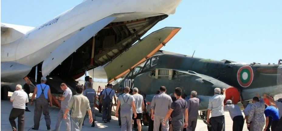 Погрузка Су-25 перед отправкой в Беларусь mod.bg - Вопреки санкциям: болгарские Су-25 прибыли в Беларусь   Warspot.ru