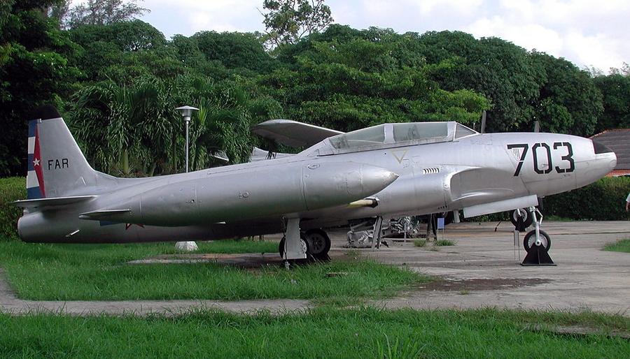Довольно примитивно отреставрированный T-33 лейтенанта Прендеса экспонируется в Музее авиации в Гаване - Warspot о наградах: герой залива Свиней | Warspot.ru