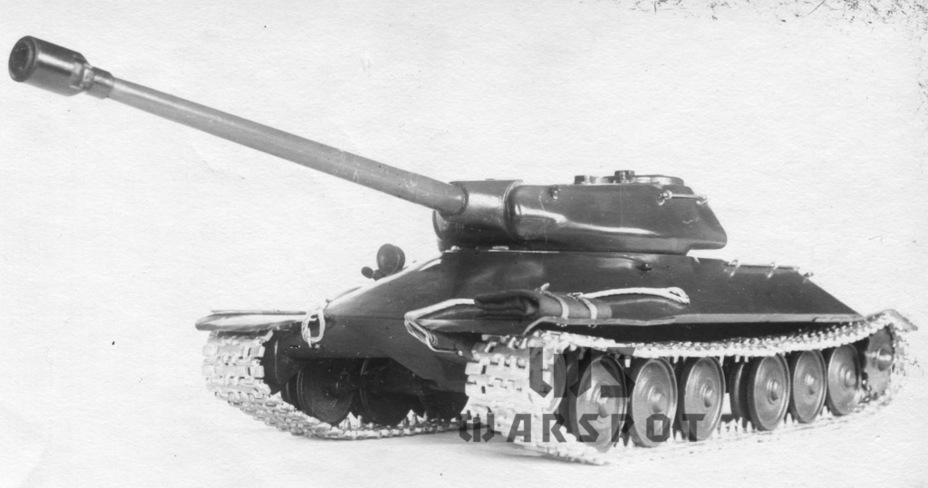 Проект модернизации ИС-2, разработанный ОКБ завода №100 в апреле 1944 года. Он лёг в основу проекта нового танка, который в апреле 1944 года начали разрабатывать на опытном заводе - Не попавший в амплитуду   Warspot.ru