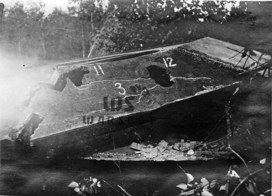 Корпус выдержал попадание снаряда 105-мм зенитной пушки (попадание №3), но дальнейшие попадания 88-снарядов орудия Pak 43 вызвали пробития и трещины - Не попавший в амплитуду   Warspot.ru